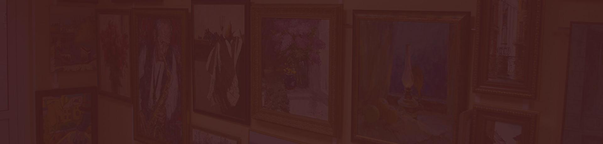Разные картины на стене
